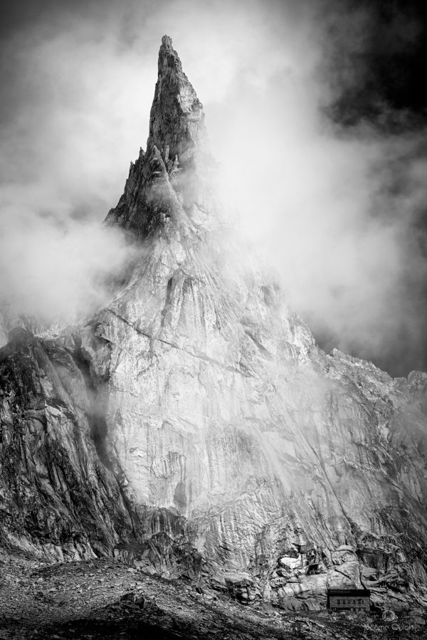 Photo alpine noir et blanc. Photo montagne noir et blanc de l'Aiguille Dibona dans les Ecrins.
