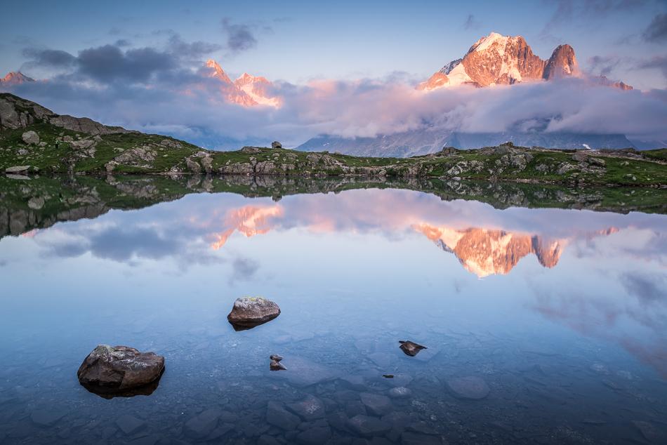 Reflet de l'Aiguille Verte dans le lac des Cheserys