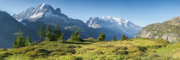 Panorama de la chaine du Mont Blanc depuis l'Aiguille des Posettes en été.
