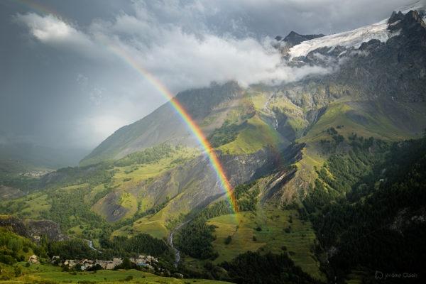 Photo montagne des Ecrins - paysage de montagne et arc en ciel