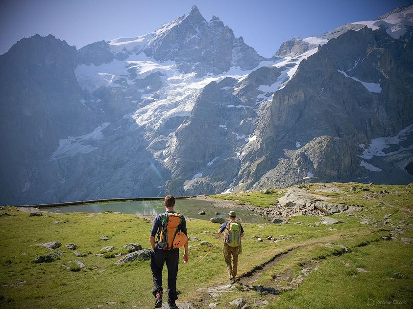Alpinistes à la gare du Peyrou d'Amont en partance pour la Meije