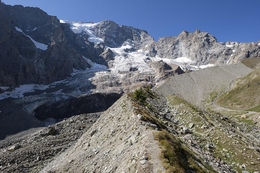 Vue sur la face Nord et Rateau et son glacier depuis la moraine du Clot des Sables.