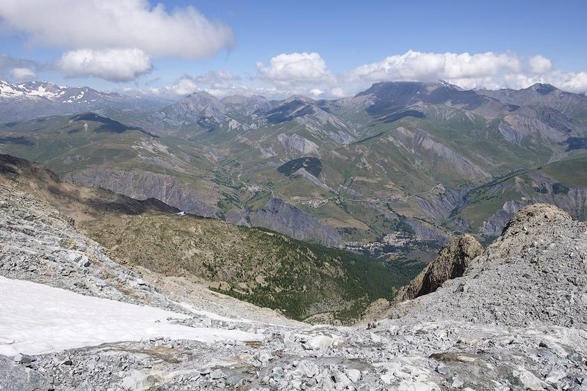 Vue sur le Chazelet et le plateau d'Emparis depuis le sommet des Enfetchores