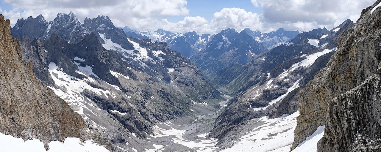 Vue Panoramique sur le Parc National des Ecrins depuis la Brèche de la Meije.