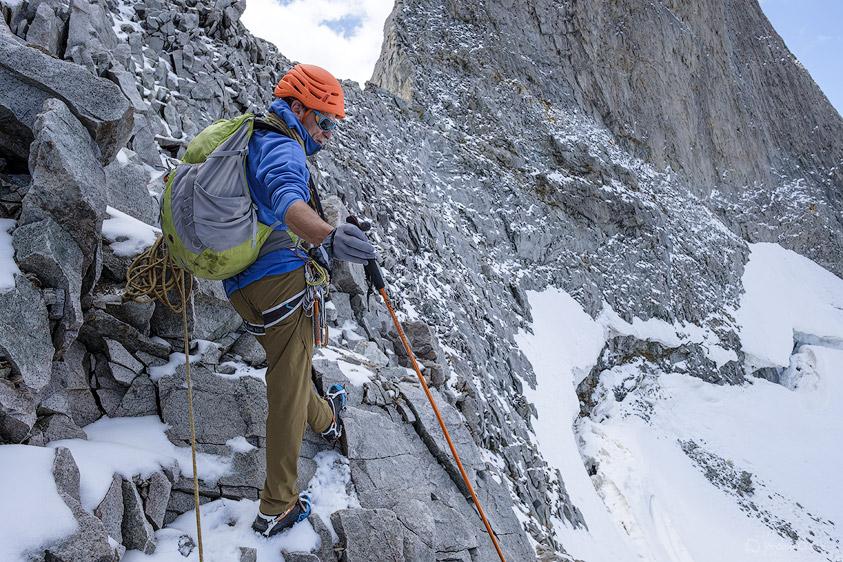 Alpiniste versant nord sous la Brèche de la Meije