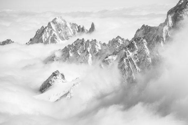 Mer de nuages en haute montagne