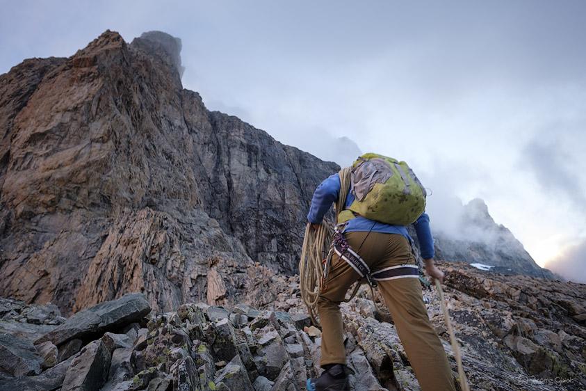 Alpiniste d'approchant de la Muraille Castelnau à la Meije