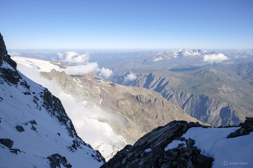 Vue sur les Grandes Rousses depuis la Brèche du Glacier Carré