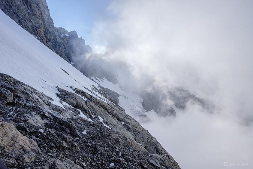 Vue sur la pente et le rebord du glacier Carré.