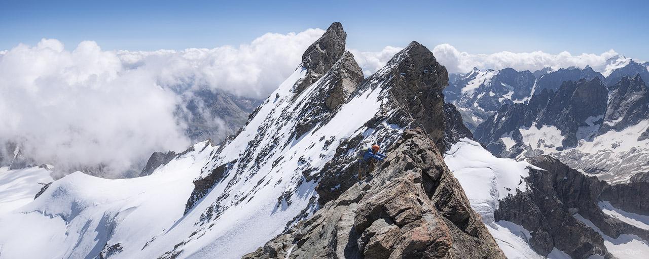 Alpiniste sur les aretes de la Meije
