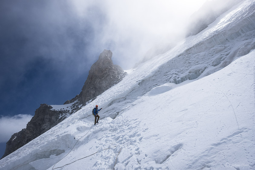 Passage de rimaye en rappel sur le glacier du Tabuchet
