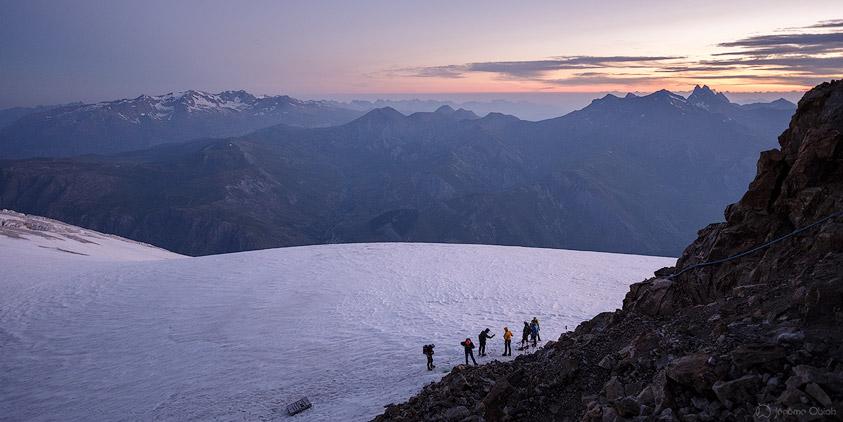 Aube sur le glacier du Tabuchet au pied du refuge de l'aigle