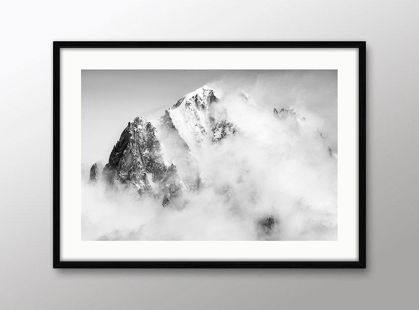 Photo montagne noir et blanc avec cadre