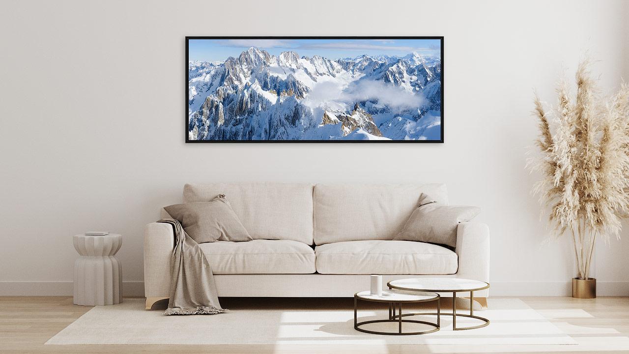 Tableau photo montagne panoramique au desus d'un canapé
